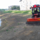 appartementen-oever-grond-schuine helling-water-rode trekker